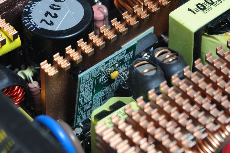 功率级一次侧pfc/pwm控制回路电路子板,主要控制核心为常见的cm6800g