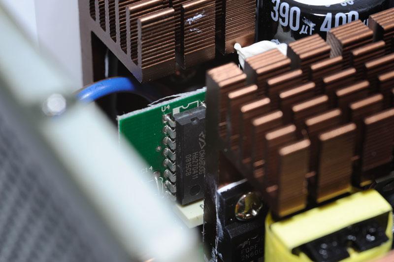 主要变压器与辅助电源电路变压器,前者负责各路输出电能传递及