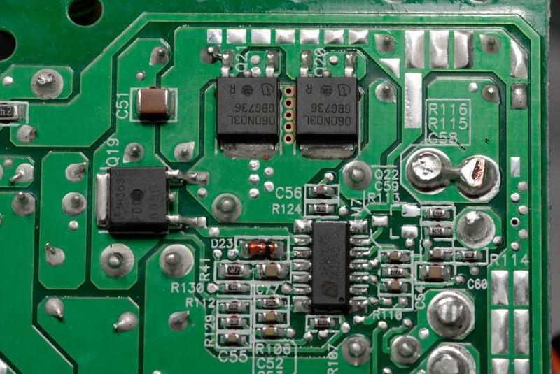 主电路板的各路输出端