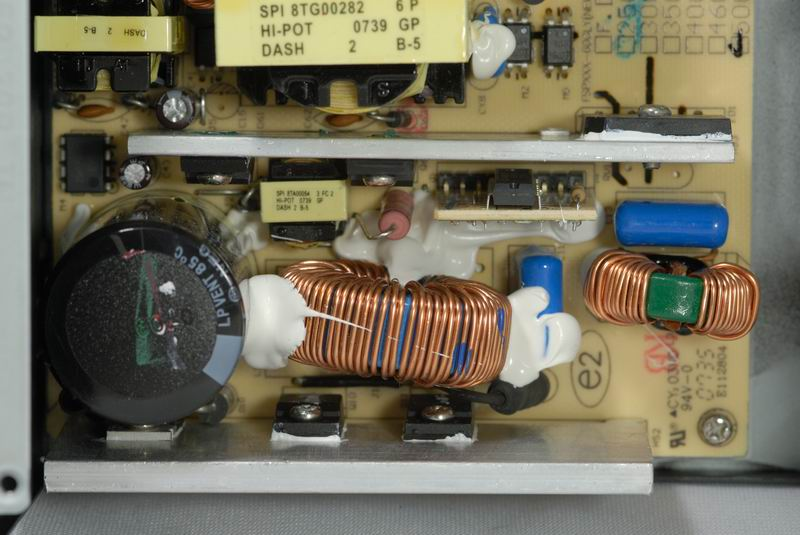 采用的是双晶顺向式电路结构,并采用相当常见的cm6800g pfc/pwm整合