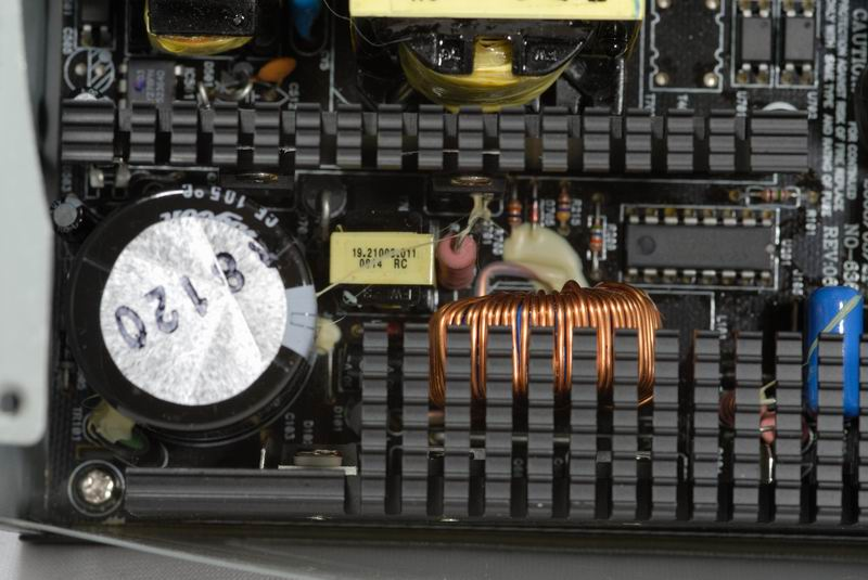 使功率因数维持趋近1,再送入功率级一次侧,这里控制电路核心为cm6800g